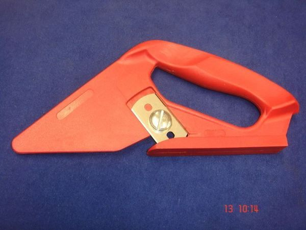 Red Carpet Cutter for Jute Backed Carpets Flooring Cutting Trimmer Tool